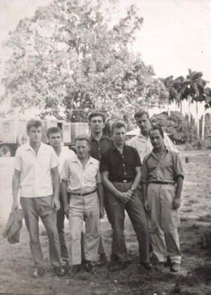 070. 1965-1967. Смена, четверо молодых и три старика.