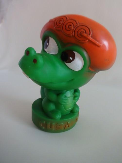 1982. Зеленый крокодильчик - символ Панамериканских игр 1982 года в Гаване. Ракурс 1.