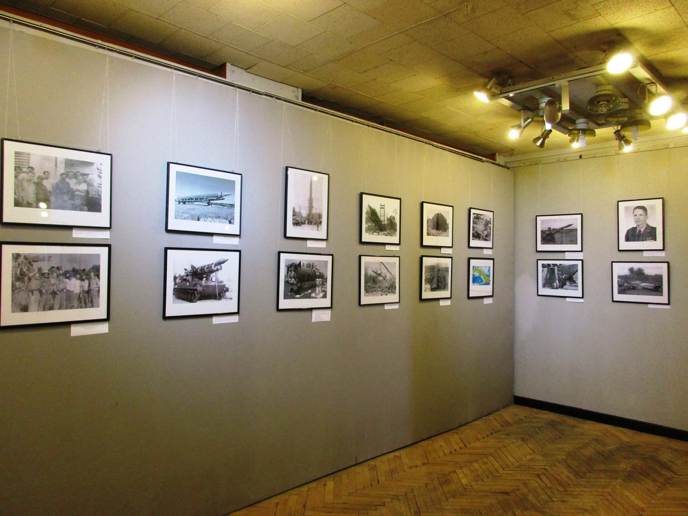 2016-10-27. Общая панорама со снимками советской военной техники