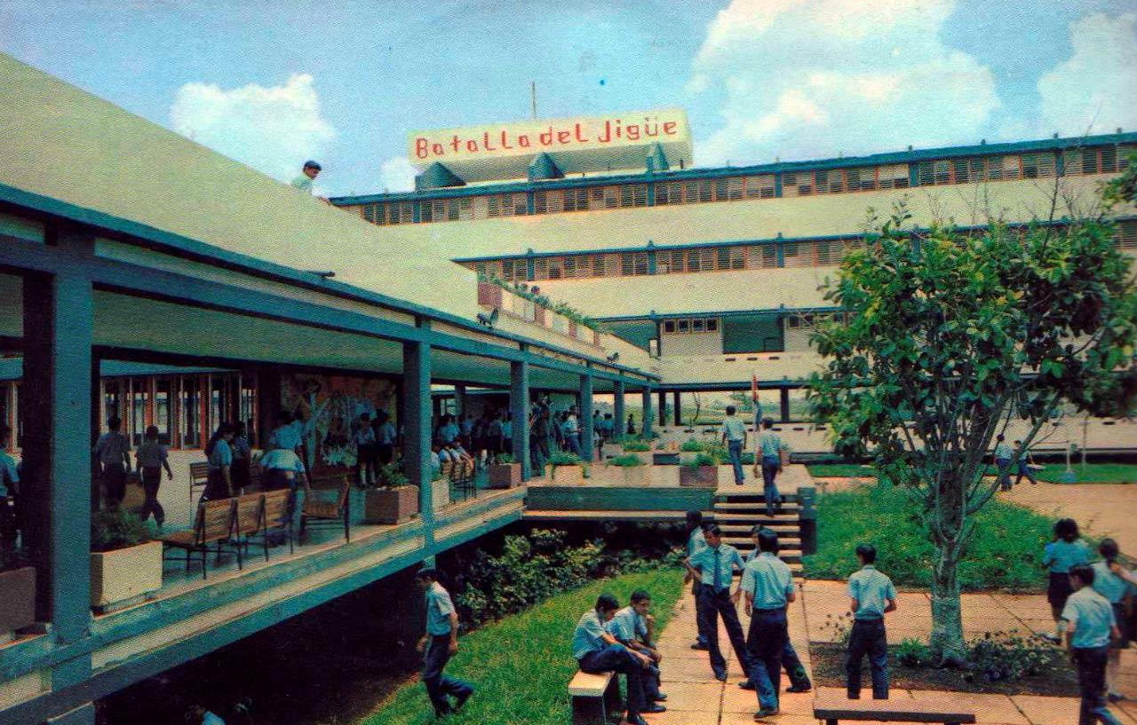 ESBEC (Escuelas Secundarias Basicas en el Campo), трудовая средняя школа (с 7-ого по 9-ый класс). Сан-Антонио-де-лос-Баньос в провинции Артемиса.