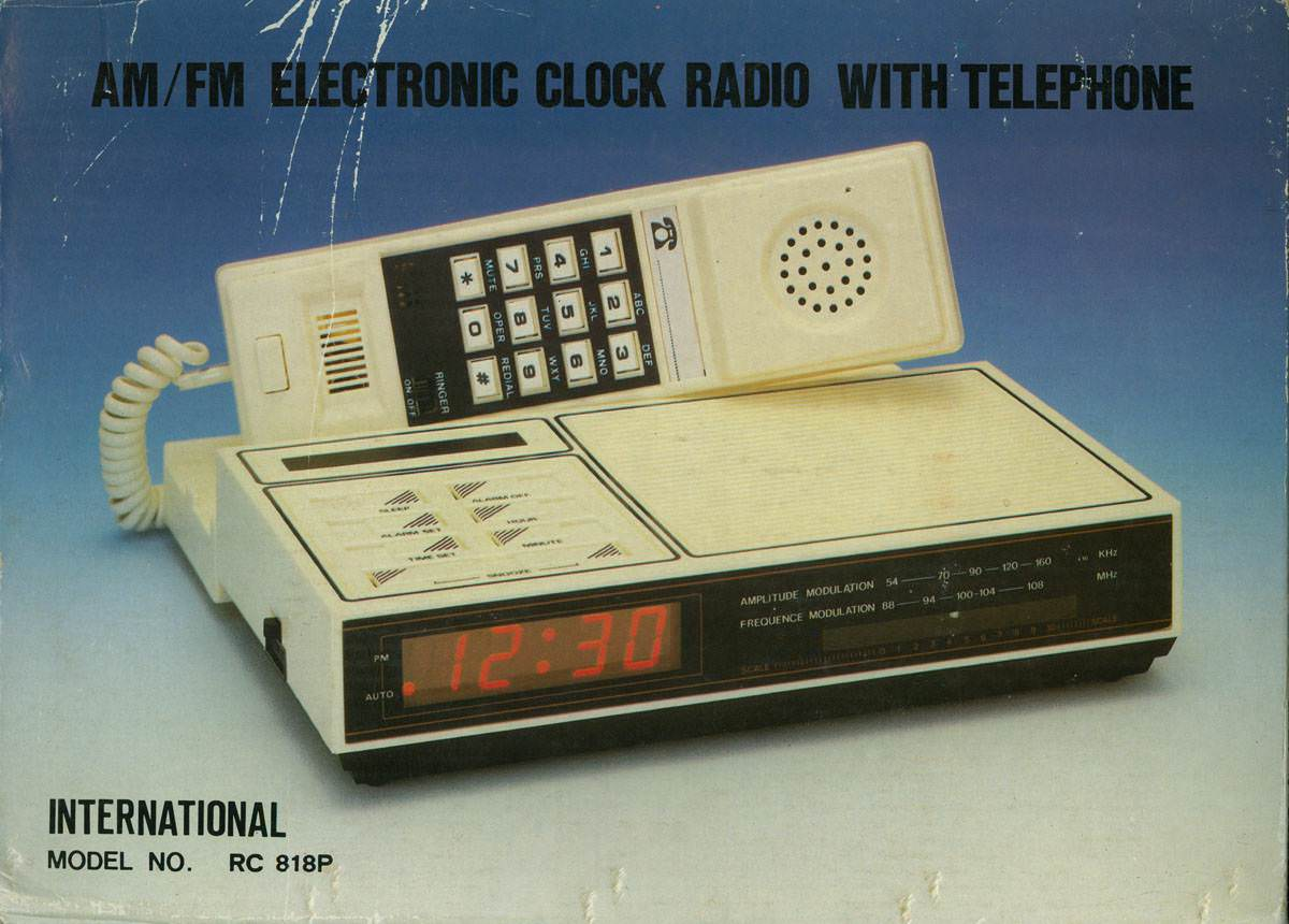 Кнопочный телефон с расширенными опциями. Покупался на Кубе, примерно в 1989 году. Цена $22.20.