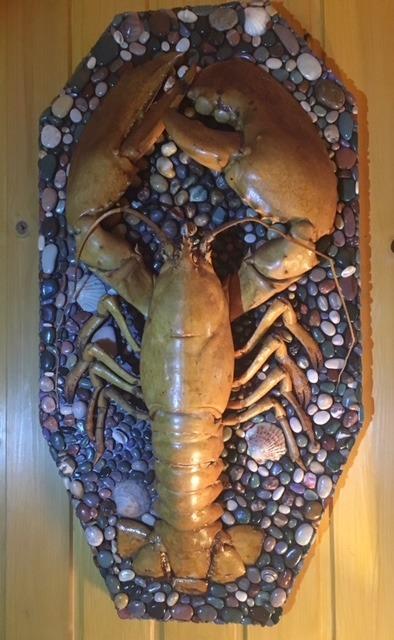 1965-1970. Скелет омара на фанерном щите (после реставрации) на фоне ракушек и морских камешков