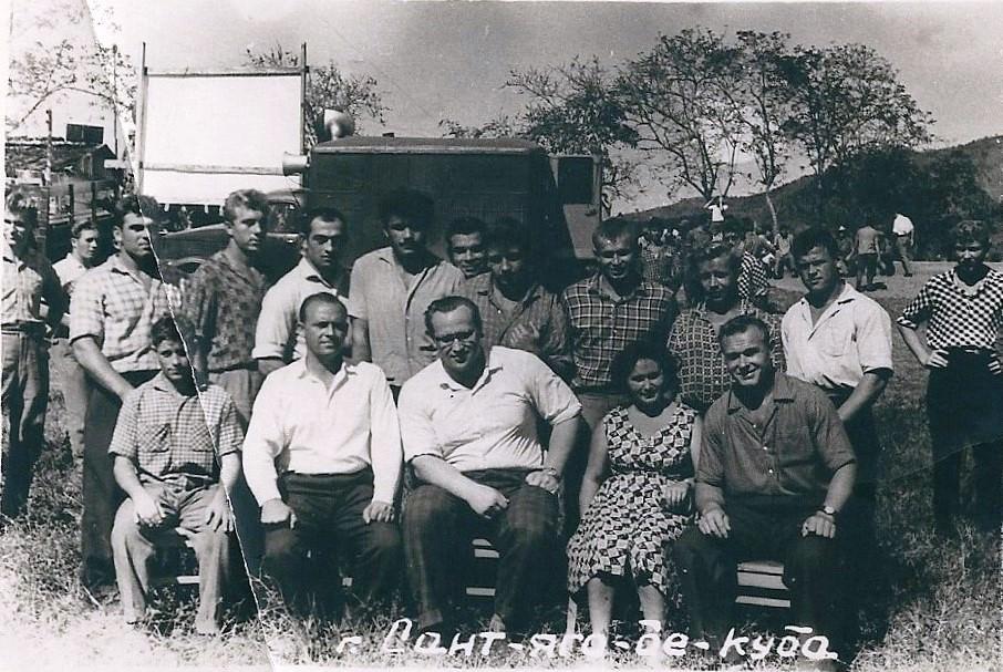 1963-02-ХХ. Тяжелоатлет Юрий Власов с советскими специалистами. Коллективное фото 1.