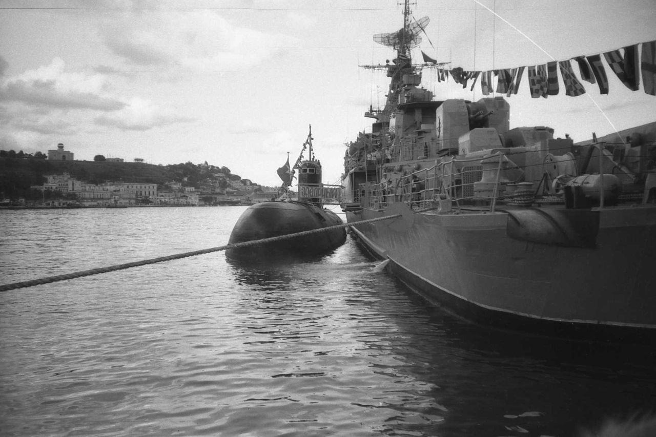 1988. Подлодка и Сторожевой корабль (СКР) «Задорный» Северного флота