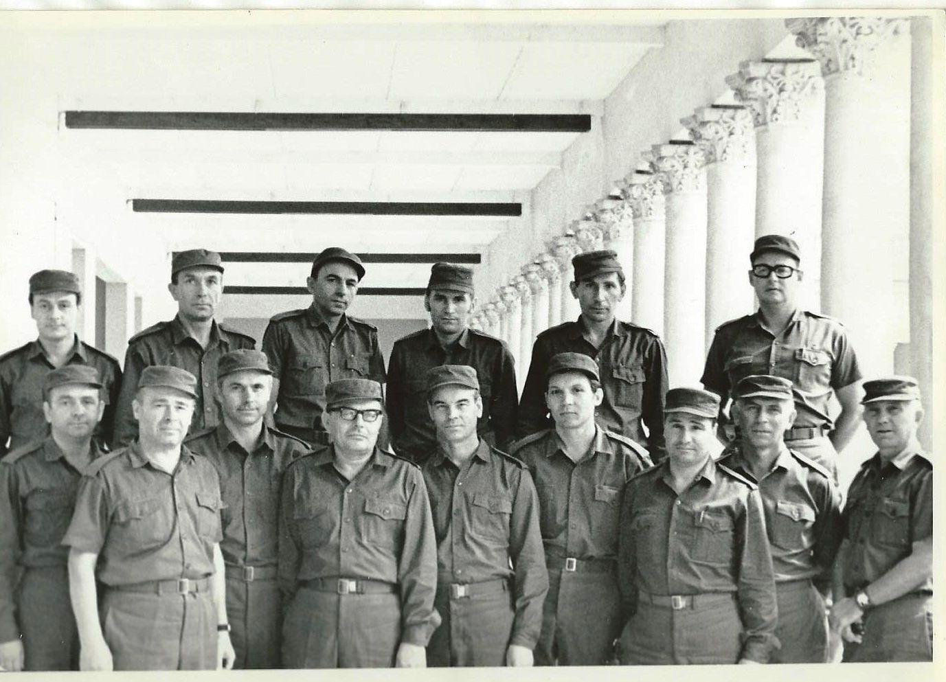 Группа советников во главе с полковником Евгением Тоньшиным.